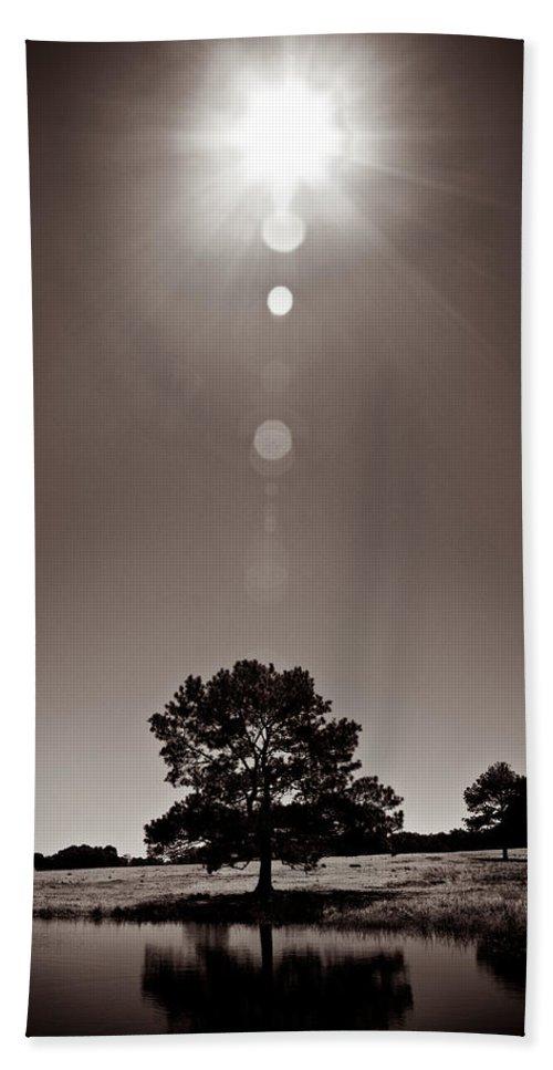 Texas Bath Towel featuring the photograph Texan Sun by Dave Bowman