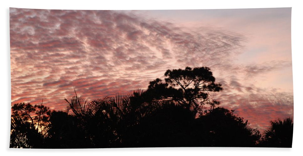 Sky Bath Towel featuring the photograph Thanksgiving Sky by Rob Hans