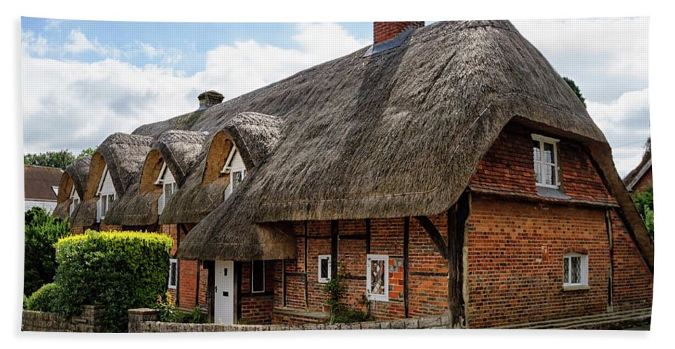 Cottage Bath Towel featuring the photograph Thatched Cottages In Chawton by Shirley Mitchell