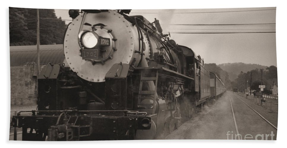 Trains Bath Sheet featuring the photograph The 1702 At Dillsboro by Richard Rizzo