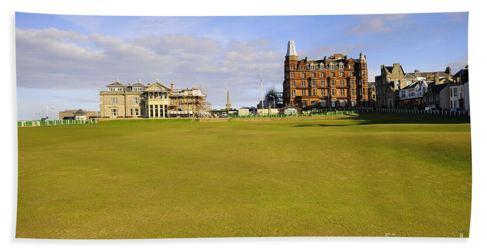 St Andrews Bath Towel featuring the photograph The 18th by Smart Aviation