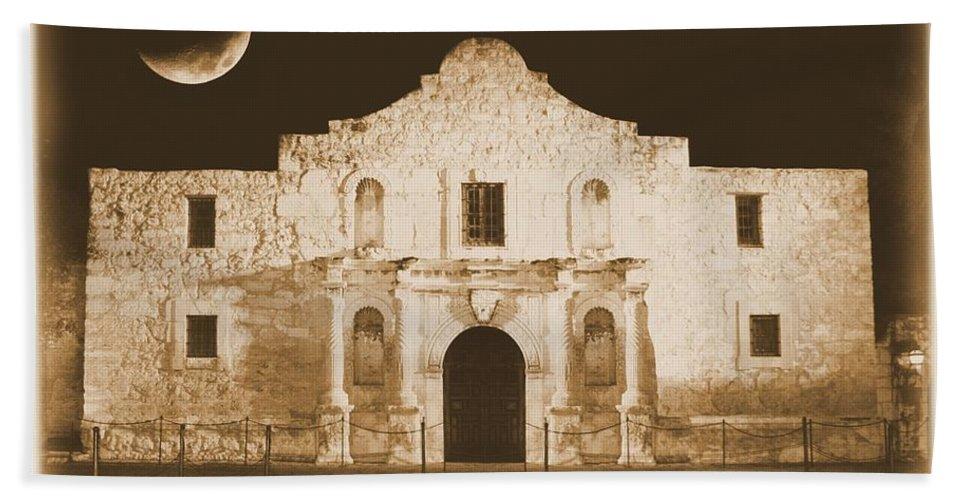 The Alamo Bath Sheet featuring the photograph The Alamo Greeting Card by Carol Groenen