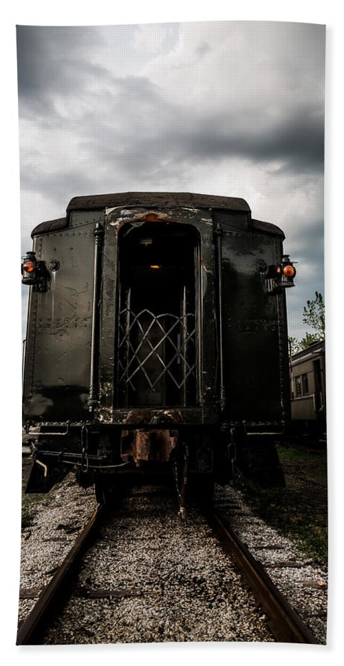 The Back Of The Train Bath Sheet featuring the photograph The Back Of The Train by Dale Kincaid