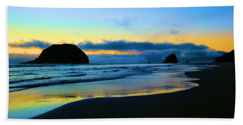 Ocean Bath Sheet featuring the photograph The Beauty Of The Moment by Jeff Swan