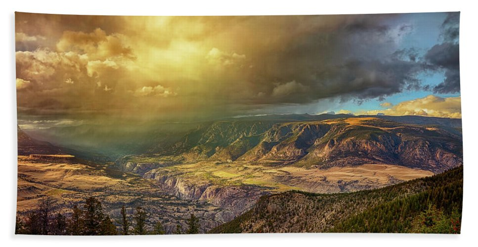 Bighorn Mountains Hand Towel featuring the photograph The Big Valley by Michael J Samuels