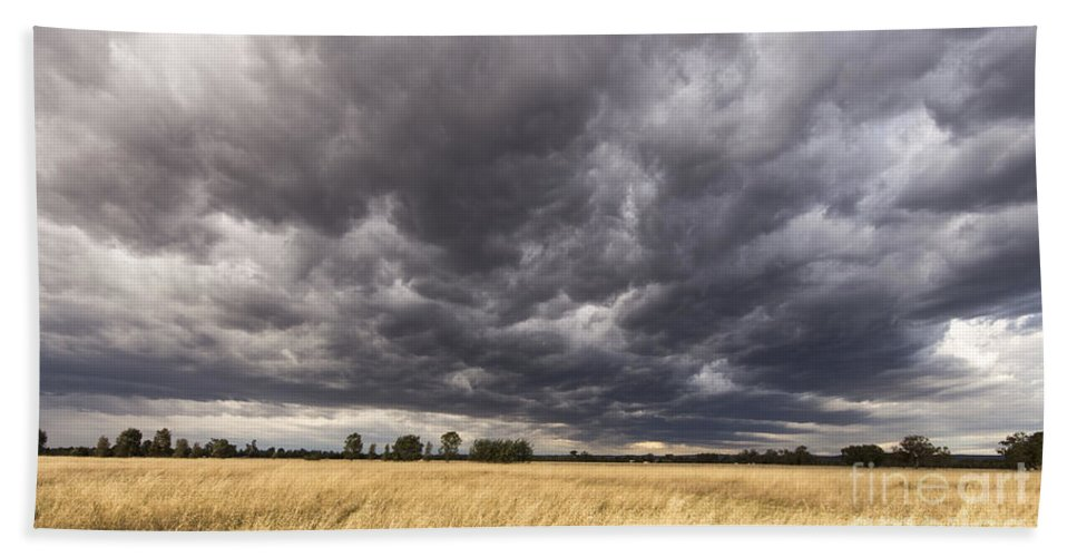 Sky Hand Towel featuring the photograph The Calm Before The Storm by Linda Lees