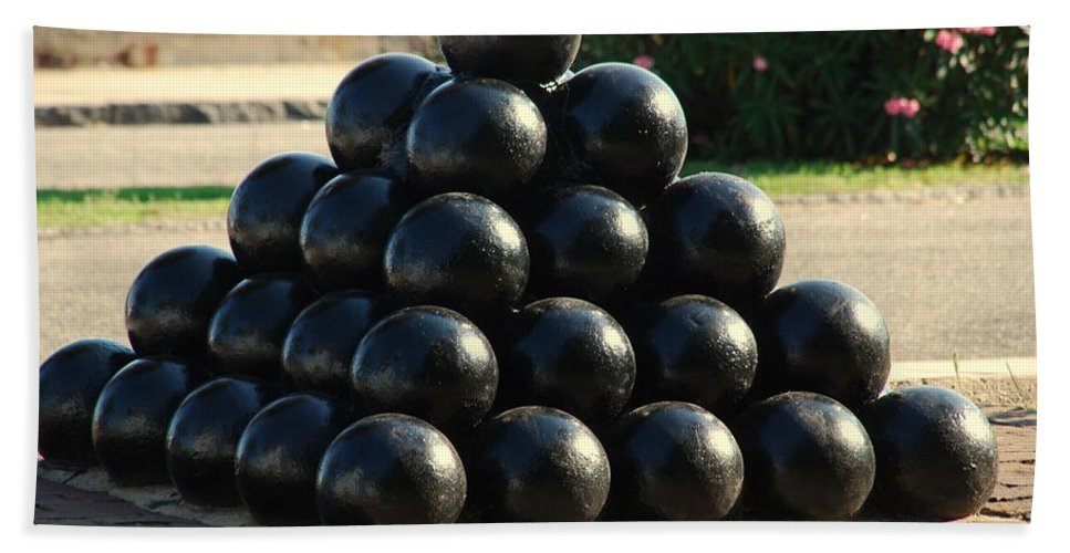 Cannon Balls Bath Sheet featuring the photograph The Cannonballs At The Battery In Charleston Sc by Susanne Van Hulst