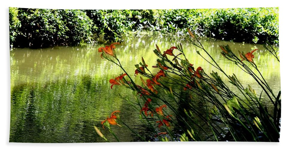 Creek Hand Towel featuring the photograph The Creek At The Old Mill by Donna Walsh