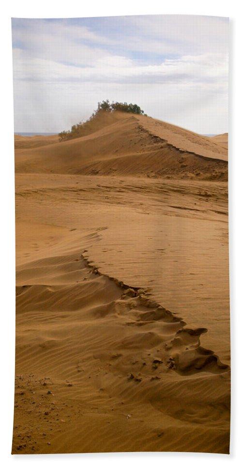 Lehtokukka Bath Sheet featuring the photograph The Dunes Of Maspalomas 4 by Jouko Lehto