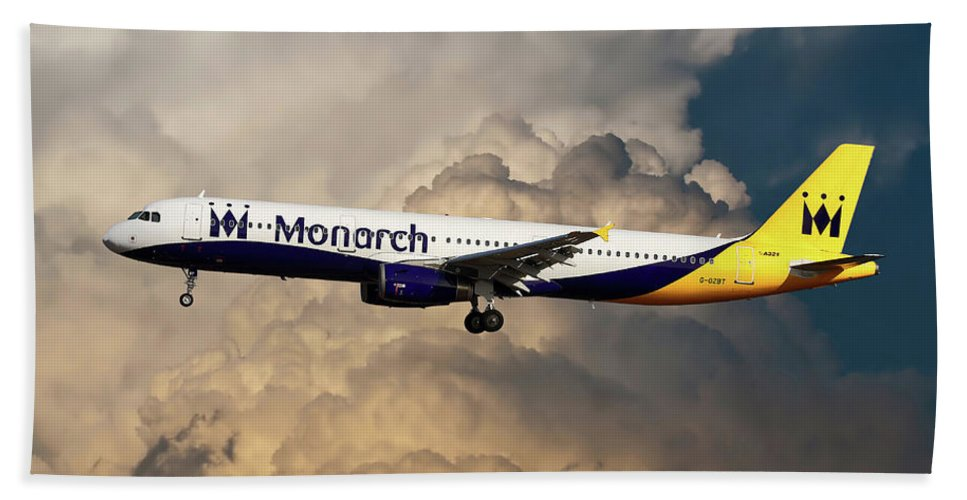 Monarch Airlines Bath Towel featuring the photograph The Final Flight by Smart Aviation