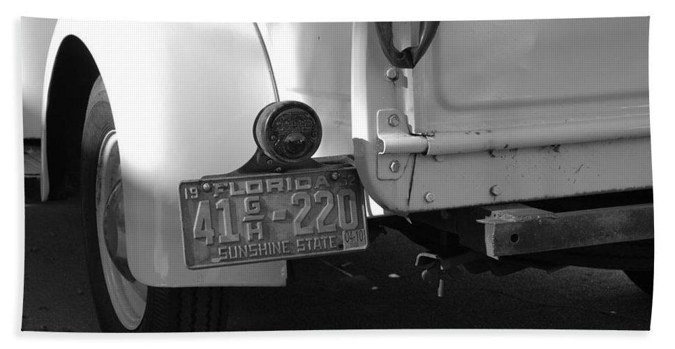 Black And White Bath Towel featuring the photograph The Florida Dodge by Rob Hans