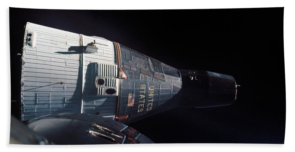 1965 Bath Sheet featuring the photograph The Gemini 7 Spacecraft In Earth Orbit by Stocktrek Images