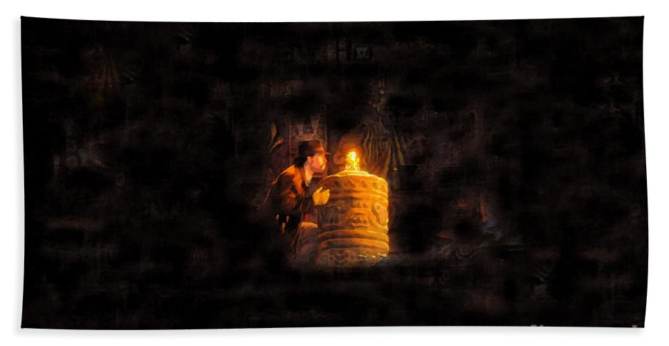 Golden Idol Hand Towel featuring the painting The Golden Idol by David Lee Thompson