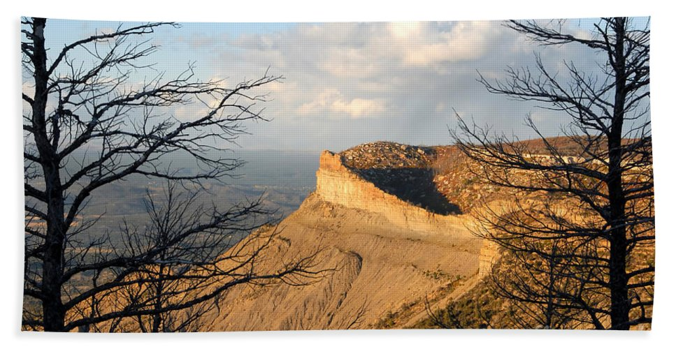 Mesa Hand Towel featuring the photograph The Great Mesa by David Lee Thompson