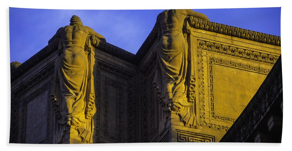 Palace Of Fine Arts Bath Sheet featuring the photograph The Great Palace Of Fine Arts by Garry Gay
