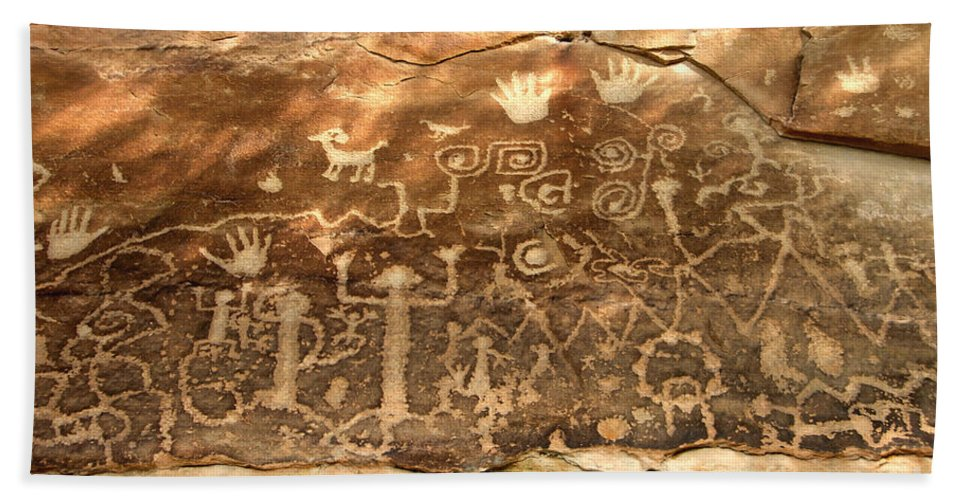 Anasazi Hand Towel featuring the photograph The Great Panel by David Lee Thompson