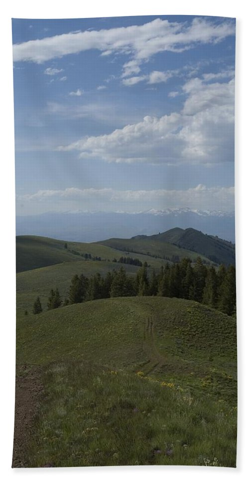 Mountain Hand Towel featuring the photograph The High Road 2 by Sara Stevenson