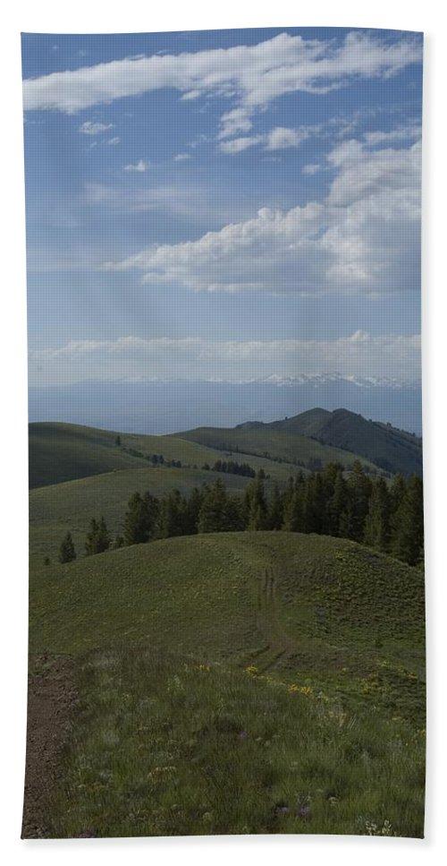 Mountain Bath Sheet featuring the photograph The High Road 2 by Sara Stevenson