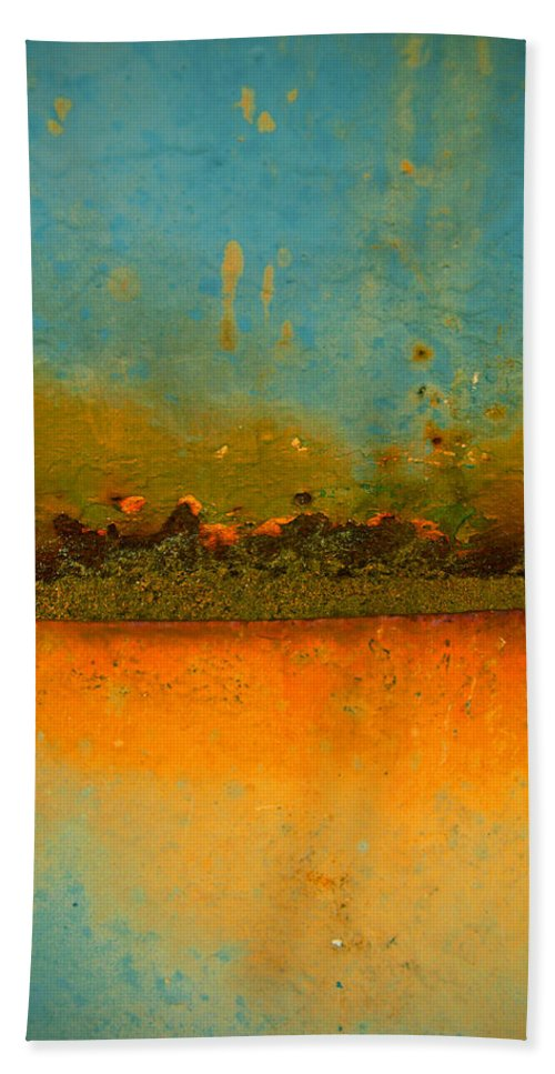 Urban Hand Towel featuring the photograph The Horizon by Tara Turner
