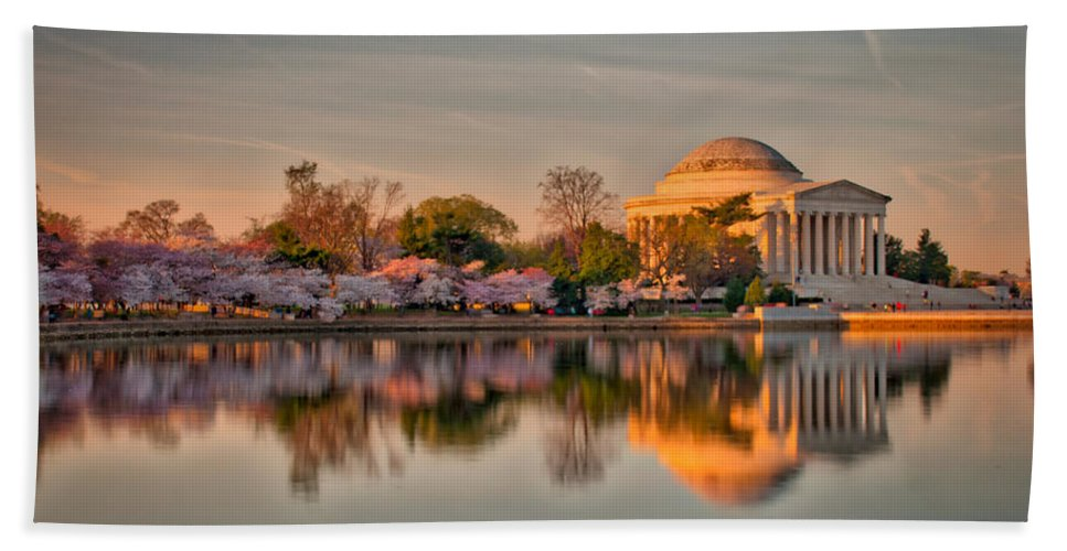 American Kiwi Photo Hand Towel featuring the photograph The Jefferson Memorial And Cherry Trees In Bloom by Mark Dodd