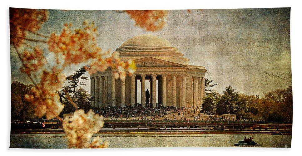 Jefferson Memorial Bath Sheet featuring the photograph The Jefferson Memorial by Lois Bryan