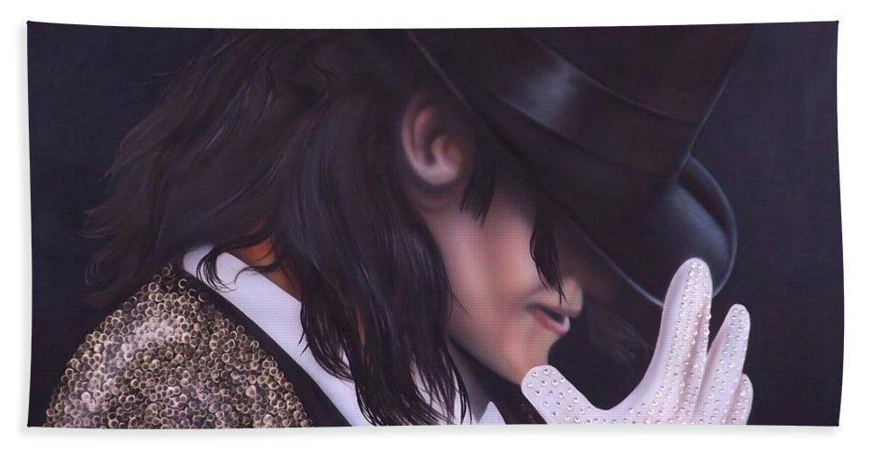 The King Of Pop Bath Towel featuring the painting The King of Pop by Darren Robinson