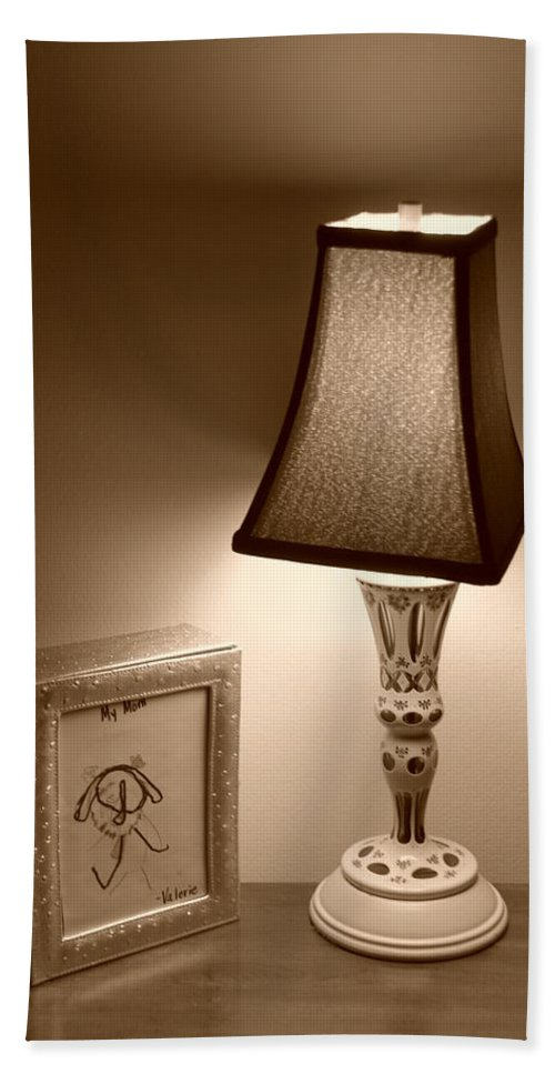 Lights Bath Towel featuring the photograph The Lamp by Rob Hans