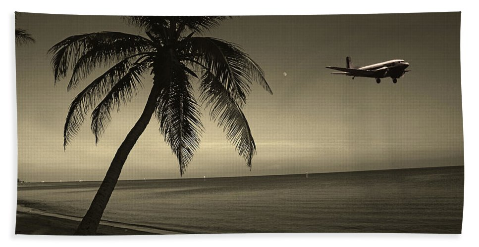 Palm Bath Sheet featuring the photograph The Last Flight Out by Susanne Van Hulst