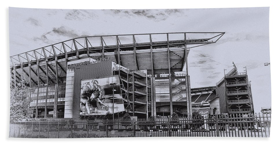 Linc Hand Towel featuring the photograph The Linc - Philadelphia Eagles by Bill Cannon