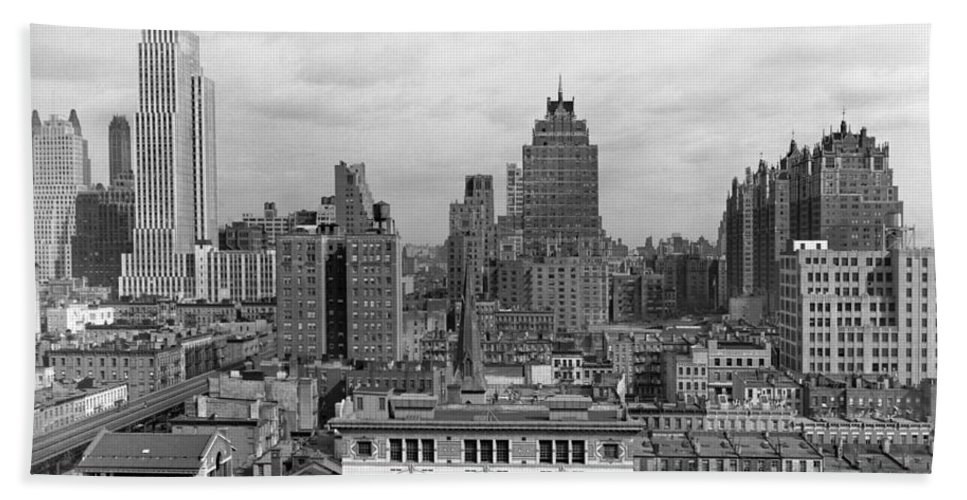 1930s Hand Towel featuring the photograph The Manhattan Skyline by Underwood Archives