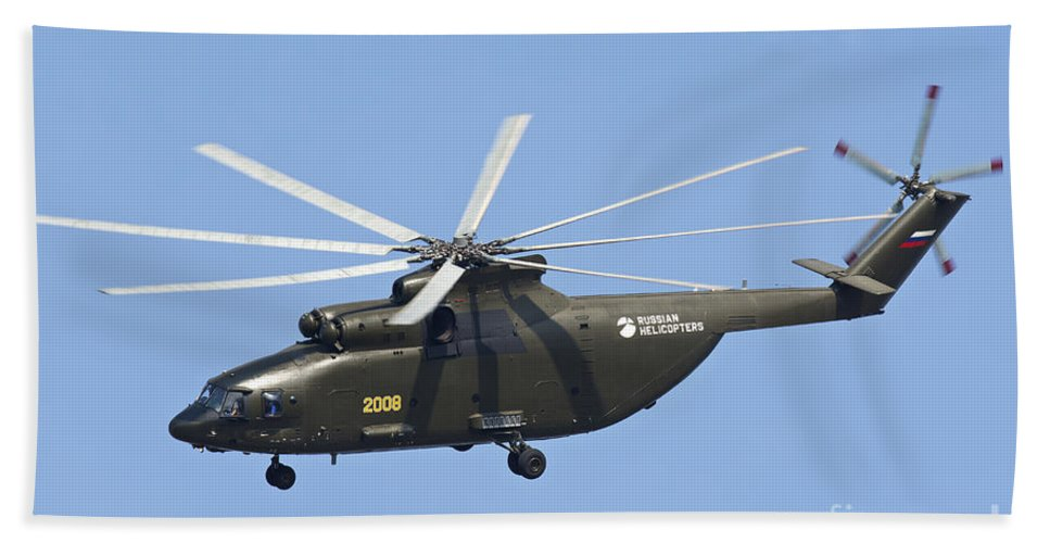 Horizontal Bath Sheet featuring the photograph The Mil Mi-26 Cargo Helicopter by Daniele Faccioli