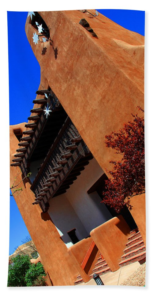 Museum Of Art Bath Sheet featuring the photograph The Museum Of Art In Santa Fe by Susanne Van Hulst