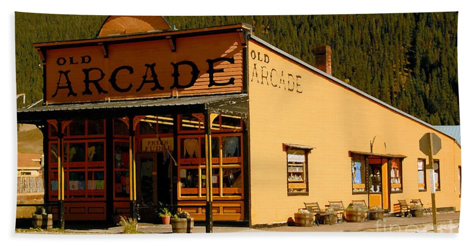Arcade Bath Towel featuring the photograph The Old Arcade by David Lee Thompson