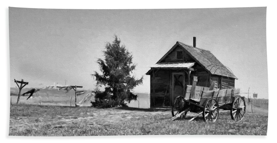 Ann Keisling Hand Towel featuring the photograph The Old Homestead Paint by Ann Keisling