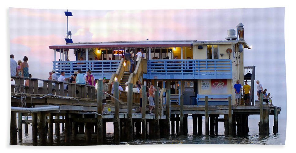 Fishing Pier Bath Towel featuring the photograph The Old Pier by David Lee Thompson