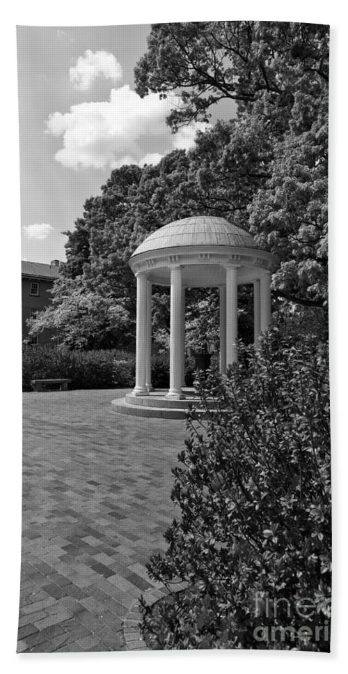 The Hand Towel featuring the photograph The Old Well At Chapel Hill In Black And White by Jill Lang
