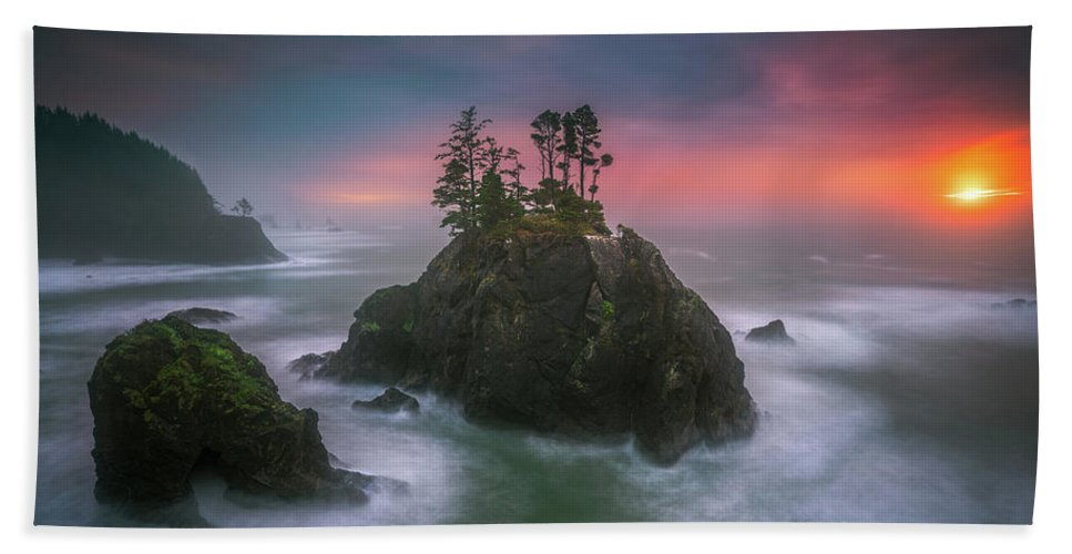 America Hand Towel featuring the photograph The Oregon Coast Sunset by William Freebilly photography
