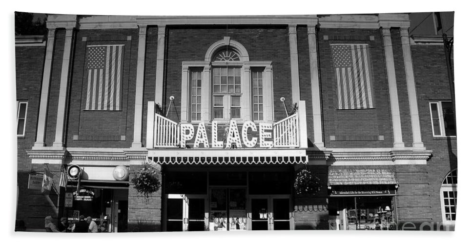 Palace Theater Bath Sheet featuring the photograph The Palace by David Lee Thompson