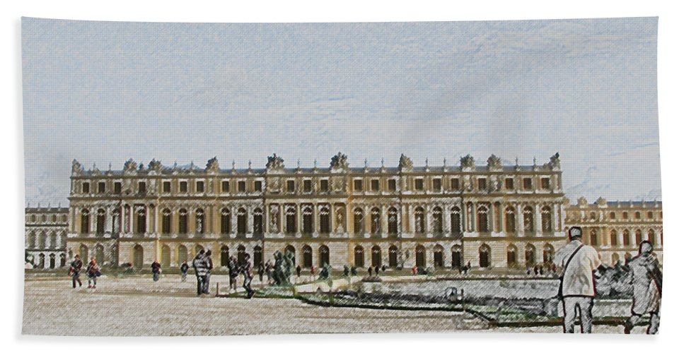 Palace Bath Towel featuring the photograph The Palace Of Versailles by Amanda Barcon