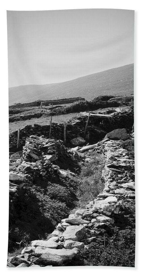Irish Hand Towel featuring the photograph The Path To The Beehive Huts In Fahan Ireland by Teresa Mucha