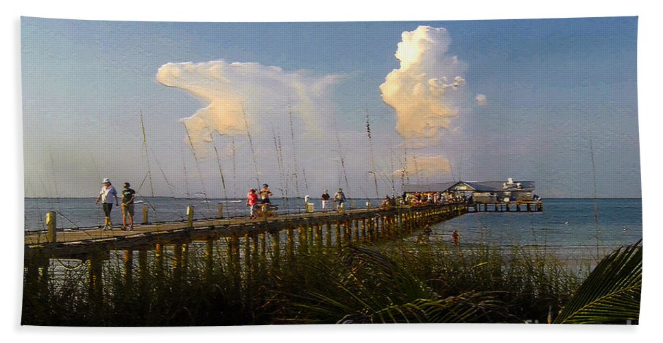 Pier Bath Towel featuring the photograph The Pier On Anna Maria Island by David Lee Thompson