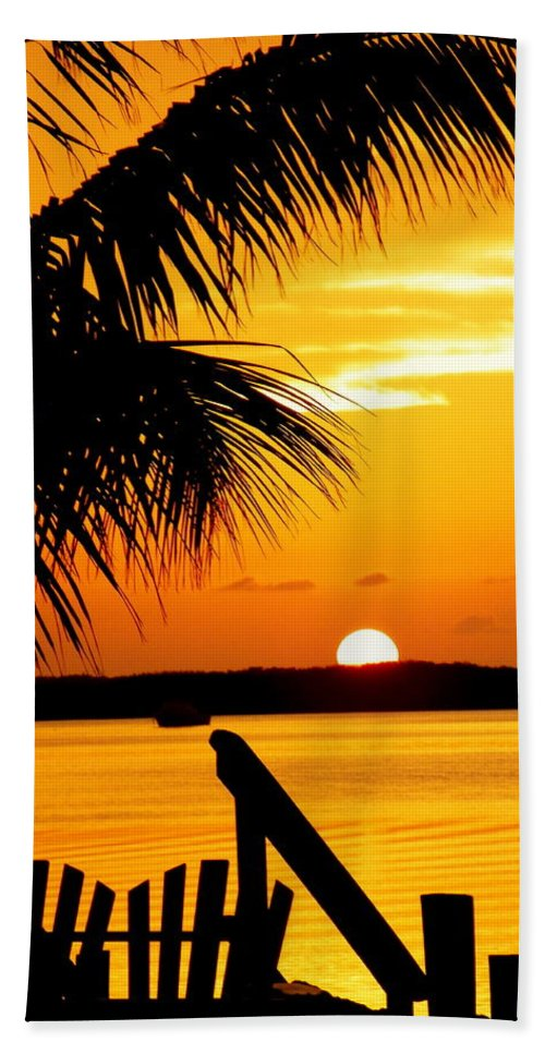 Sunsets Bath Towel featuring the photograph The Promise by Karen Wiles