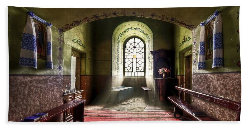 Church Bath Sheet featuring the photograph The Reading Room by Evelina Kremsdorf