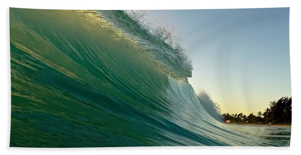 Wave Hand Towel featuring the photograph The Rise by Benen Weir