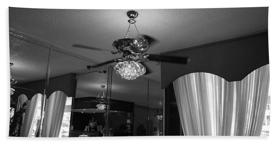 Black And White Bath Towel featuring the photograph The Room With Many Views by Rob Hans