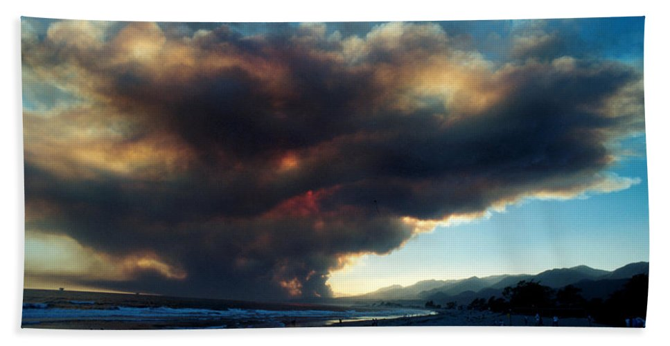 Santa Barbara Bath Towel featuring the photograph The Santa Barbara Fire by Jerry McElroy