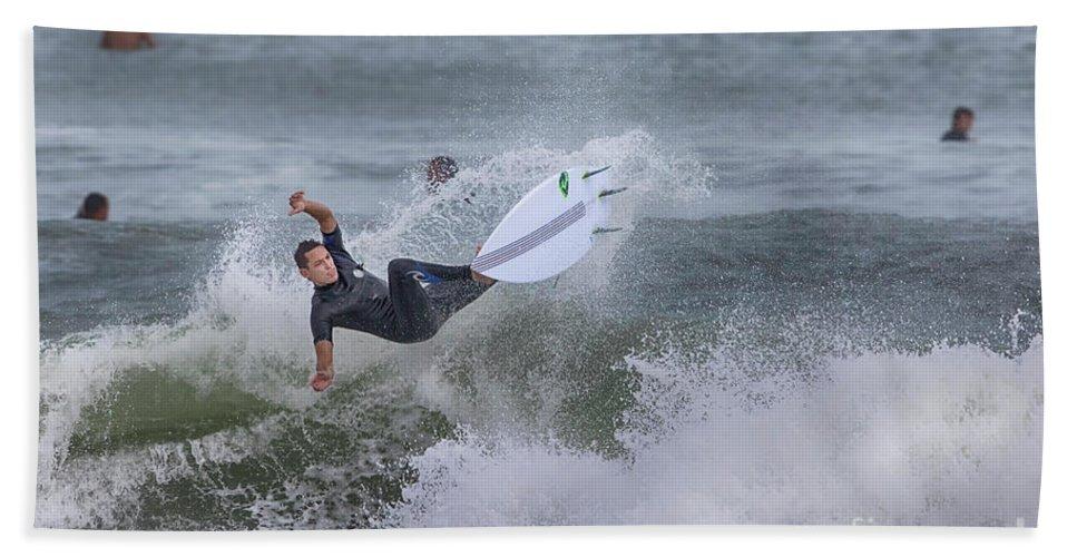 Surfer Bath Towel featuring the photograph The Spray by Deborah Benoit