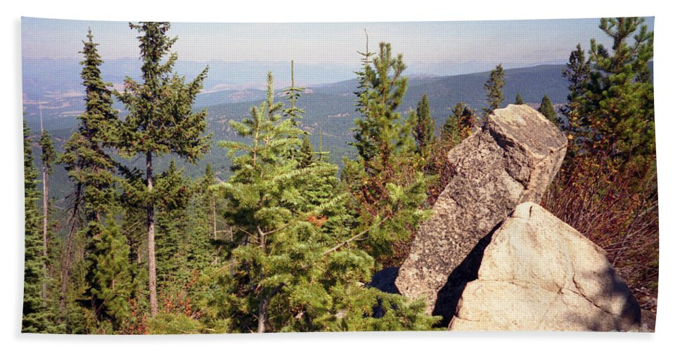Landscapes Hand Towel featuring the photograph The Star Gazer by Richard Rizzo