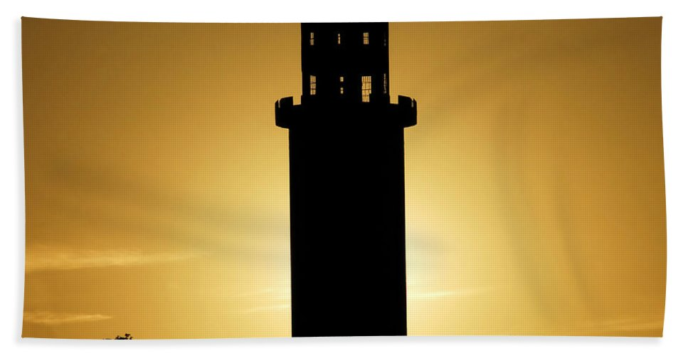 Sulphur Springs Hand Towel featuring the photograph The Sulphur Springs Tower by David Lee Thompson