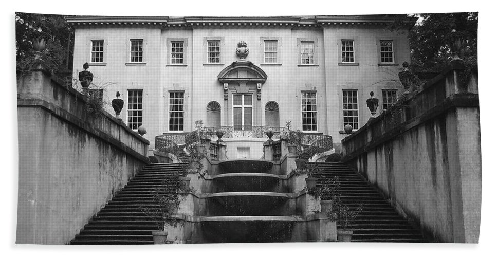 Historic Landmark Bath Towel featuring the photograph The Swan House by Robert Meanor